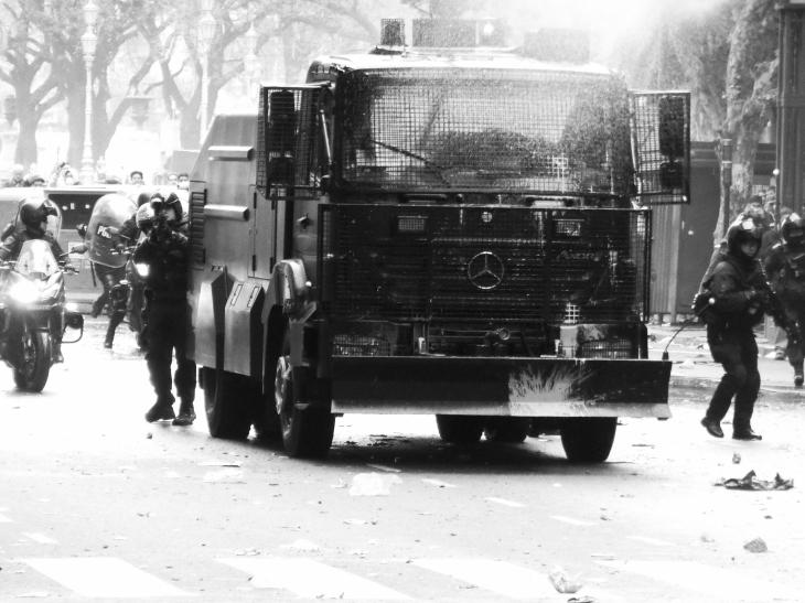 Photo titre, Budget et represion Argentine